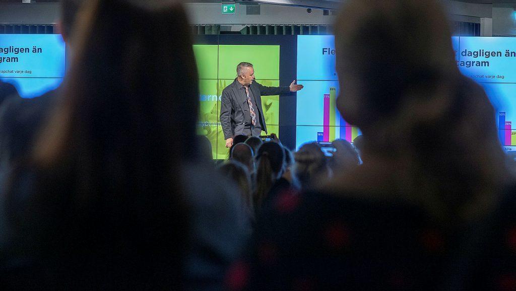 Måns Jonasson från Internetstiftelsen presenterar Svenskarna och internet 2018